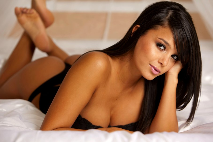 162662__sasha-cane-girl-brunette-bed-chest-eyes-legs-room-sexy-lips_p