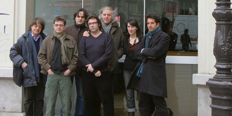 l-equipe-de-charlie-hebdo-en-2006_2329476_800x400